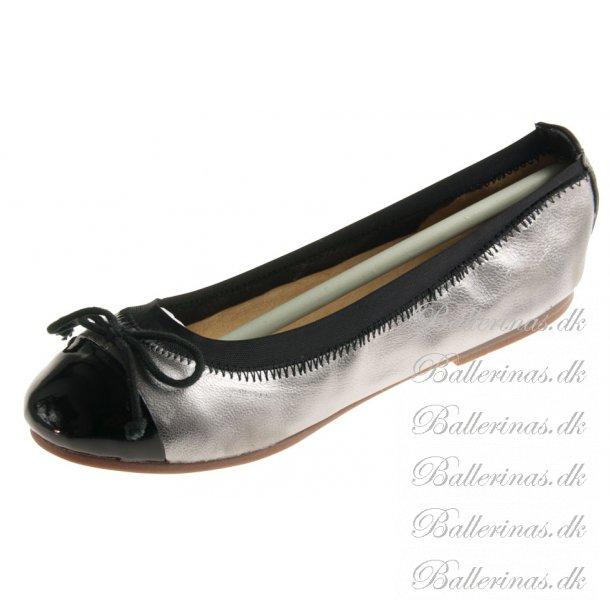 3509c67a12f Sofie Schnoor Ballerina Sølv/Sort Med Lak Snude - Ballerina Sko ...