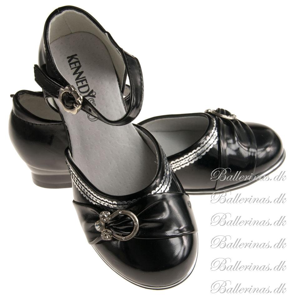 ballerina schuhe kennedy swartz mit silber dekoration ballerina schuhe. Black Bedroom Furniture Sets. Home Design Ideas